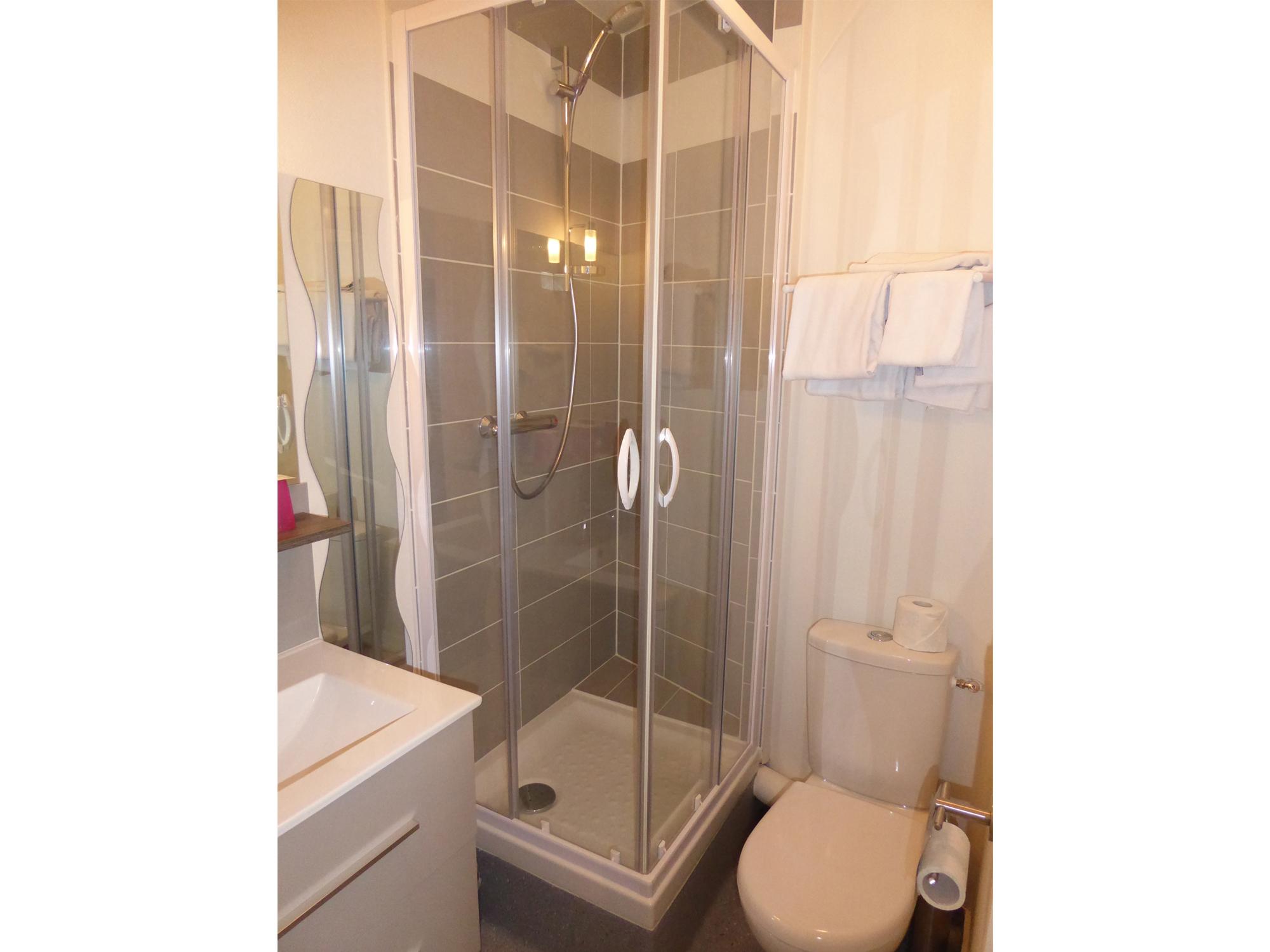 sallede-bain-chambre-familiale-hotel-rennes.jpg