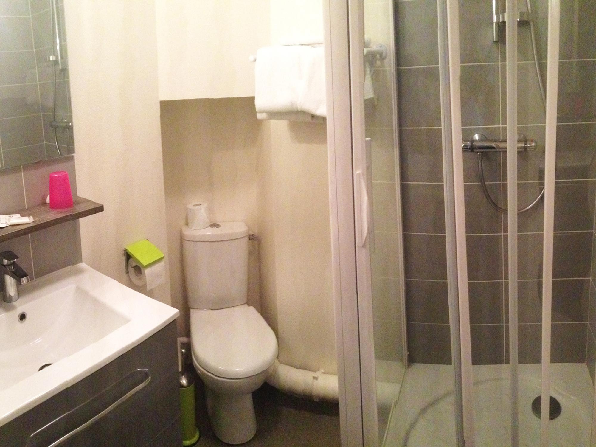 salle-de-bain-hôtel-rennes